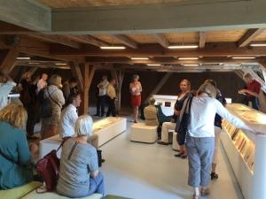 Rondleiding door Saskia Leefsma in het documentatiecentrum van MOA